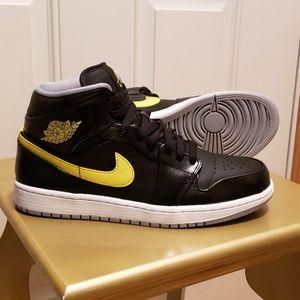 Jordan Retro 1 Black/Yellow men size 9 for Sale in March Air Reserve Base, CA
