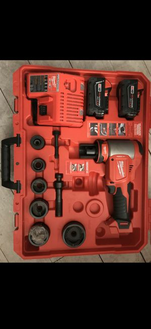 "M18™ FORCE LOGIC™ 10 Ton Knockout Tool 1/2""-2"" Kit~LIKE NEW for Sale in Renton, WA"