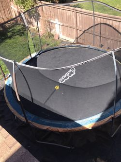 14' Trampoline for Sale in Moreno Valley,  CA