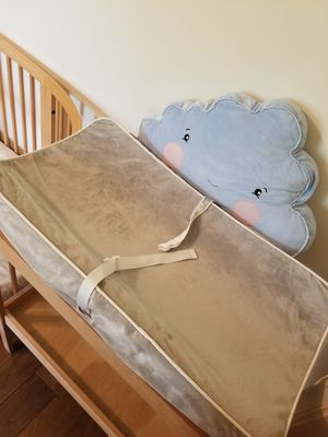 Secure grip waterproof baby diaper changing table pad with 3 gray covers and 3 liners Munchkin bought for $30 pad+$10 liners+$30 covers for Sale in Davie, FL
