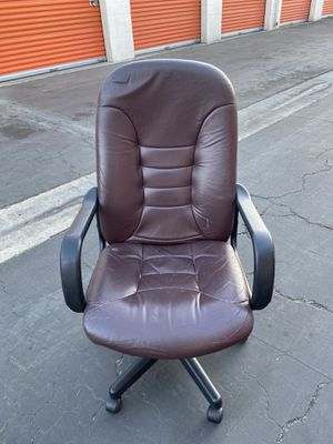 Leather desk chair for Sale in Long Beach, CA