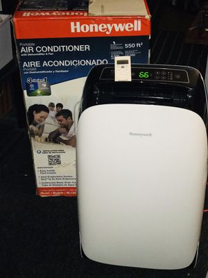 Honeywell HL12CESWK Portable Air Conditioner with Dehumidifier and Remote Control for a Room up to 550 Sq. Ft. (Black/White) for Sale in San Diego, CA