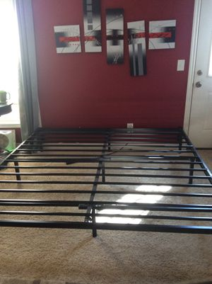 King bed frame for Sale in Wildomar, CA