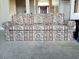 Couch in excellant condition for Sale in East Wenatchee, WA