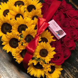 Sunflowers 🌻and Roses 🌹 for Sale in Houston, TX