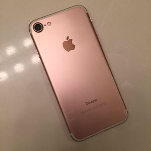 iphone 7 (carrier unlocked) for Sale in South El Monte, CA