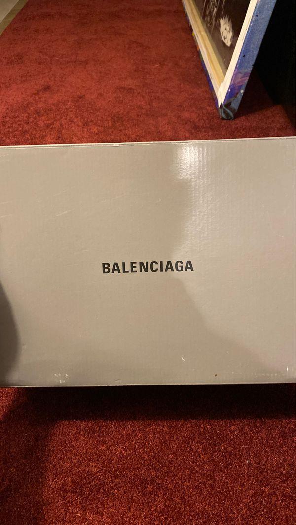 Balenciaga Triple S.