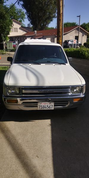 Toyota Tacoma pickup 1990 for Sale in Sacramento, CA