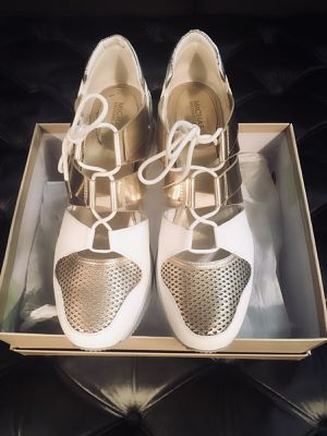 Michael Kors bucket trainers woman's size 10 for Sale in Brooklyn, NY