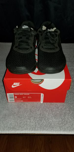 Nike. Women's size 9. Running shoes for Sale in Glenn Heights, TX