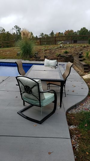 Table & Chairs for Sale in Collegedale, TN