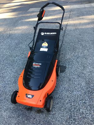 Excellent condition B&D electric lawn mower Black & Decker for Sale in Portland, OR