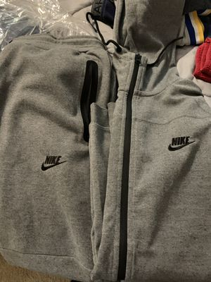 Size large Nike sweat suit for Sale in San Antonio, TX