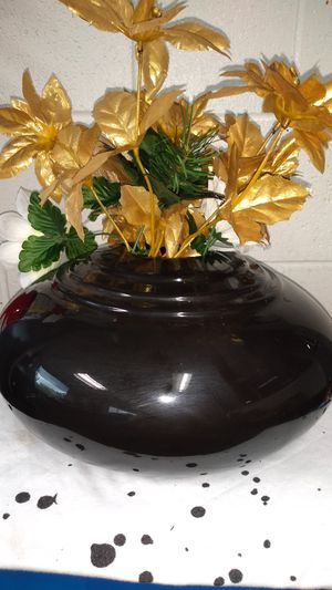 😀 $20.00 Very beautiful Gold flowers/ Black Vase (flower centerpiece vase Only) $20.00 W/ matching picture $30.00 for Sale in Cleveland, OH