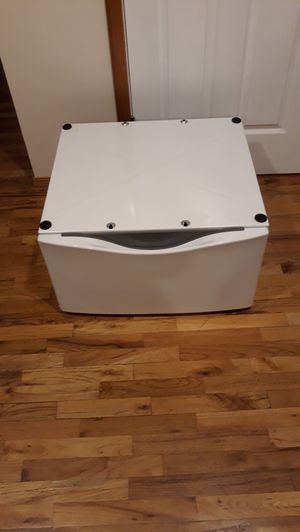 FOR WASHER OR DRYER UNDERNEATH METAL STORAGE BOX LIKE NEW FOR SALE for Sale in Bellevue, WA