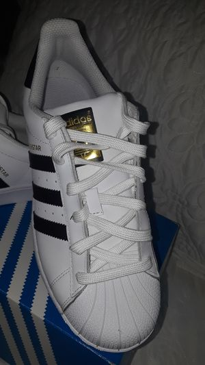 New Adidas Superstar size 7 Women's for Sale in Los Angeles, CA