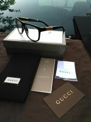 Designer clear lens glasses.. comes in a box and case for Sale in Bay Point, CA