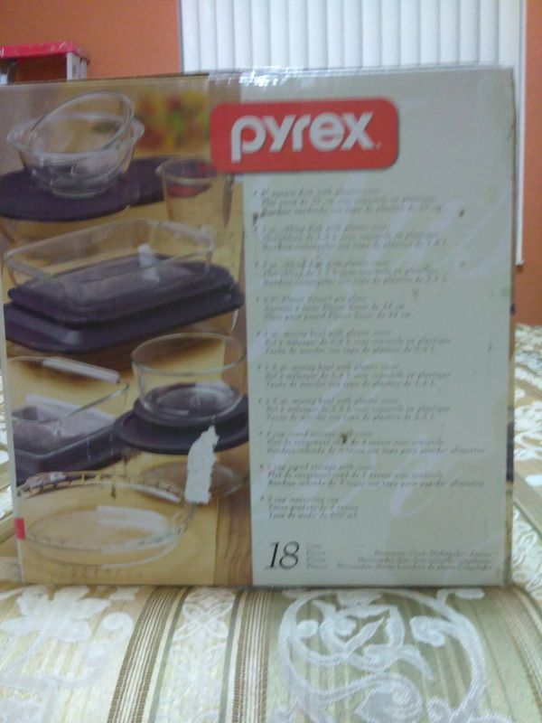 18 piece PYREX glass containers