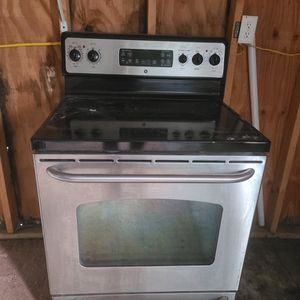 GE Stainless Steel Stove for Sale in Haines City, FL