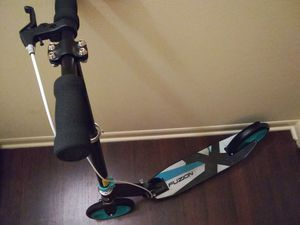 Adult kick scooter with hand & back wheel brakes for Sale in Chicago, IL