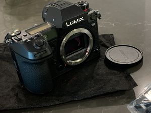 Panasonic LUMIX S1 (BODY ONLY) for Sale in Glendale, CA