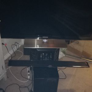 47 Inch Thin Samsung LED TV With Samsung Soundbar Can Samsung Wireless Woofer Great Condition Not A Smart TV But You Can Always Use A Fire Stick for Sale in San Diego, CA