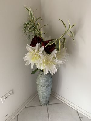 Decorative flowers with vase for Sale in Chicago, IL