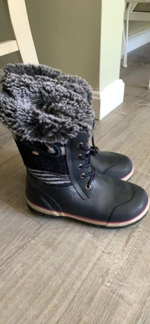 L.L Bean Girls winter snow boots size 4 for Sale in Framingham, MA