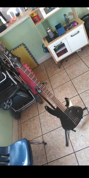 Bass and Amp Starter Pack for Sale in Carson, CA