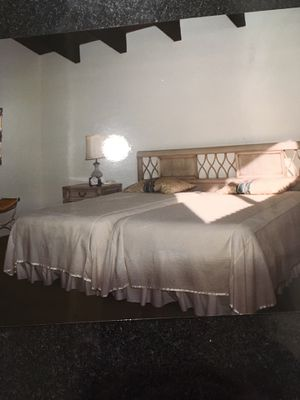 Extra Long Twin beds Without Frame plus Sheets & Pillows for Sale in Concord, CA