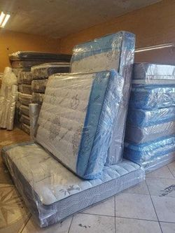 full mattress with boxspring for Sale in Tustin,  CA