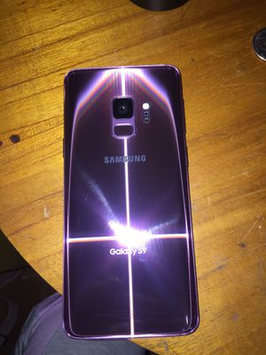 For sell brand new Samsung galaxy S9 with screen protector, and charger. Screen protector is cracked. for Sale in Cleveland, OH