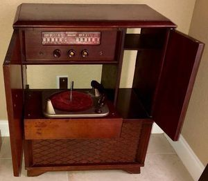 ANTIQUE Stereo Turntable/Stereo Combo for Sale in Dunedin, FL