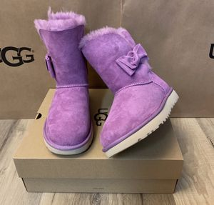 100% Authentic Brand New in Box UGG Daelynn Boots with Bow / Color: Prickley Rose / Women size 7 and 8 for Sale in Walnut Creek, CA
