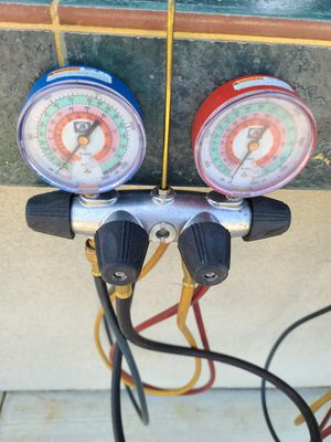 Air conditioning charging system and 1 bottle Freon for Sale in Chino, CA