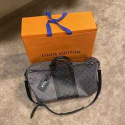 LV Duffel Like New for Sale in Portland,  OR