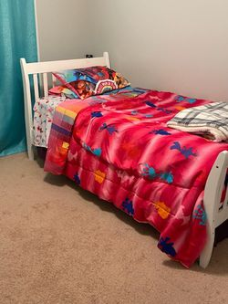 White Twin Bed for Sale in Dacula,  GA
