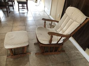 ROCKING CHAIR for Sale in Fontana, CA
