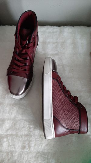 MEN'S GUESS SHOES SEMI NEW for Sale in Downey, CA