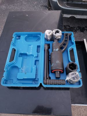 XtremepowerUS Torque Wrench Labor Saving Lug Nut Wrench Torque Multiplier w/Cr-v Socket (Torque Wrench W/ 8pc Socket Set)        for Sale in Odessa, TX