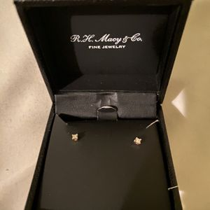 Macy's Princess-Cut Diamond Stud Earrings in 10k Gold (1/10 ct. t.w.) for Sale in Los Angeles, CA