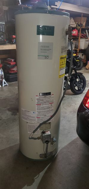 Used 40 gallon gas water heater good working condition for Sale in Artesia, CA