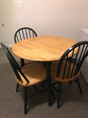 Round table for Sale in Woodbridge, VA