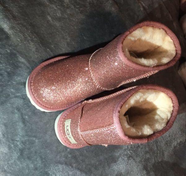 UGG Little girls boots pink glitter ✨ size 11