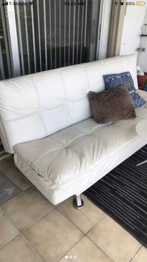 White Leather Futon for Sale in Pompano Beach, FL