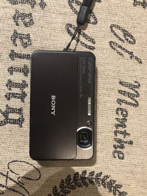 Like new Sony cyber shot DSC-T99 14 MP digital camera black for Sale in Danbury, CT