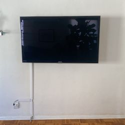 60 inch samsung flatscreen tv with mount for Sale in Beverly Hills,  CA