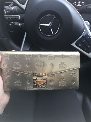 GOLD MCM WALLET with chain for Sale in Los Angeles, CA