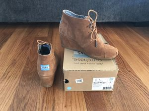 TOMS Women's Boots Size 7.5 Ankle Booties Desert Wedge Chestnut Suede Lace Up for Sale in Ontario, CA