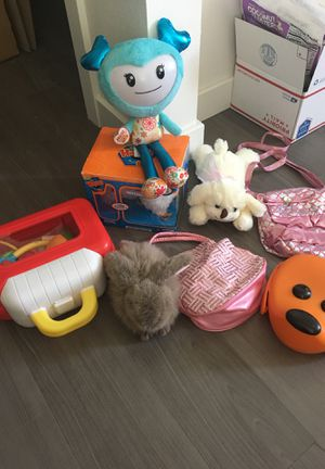 Kids toy lot lunch box, mittens, purse, nurse bag, brightlings for Sale in Seattle, WA